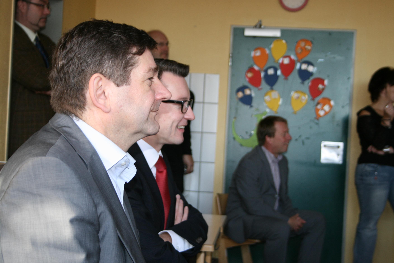 Die Abgeordneten Josef Neumann und Sven Wolf beobachteten integrativen Unterricht an einer Remscheider Schule