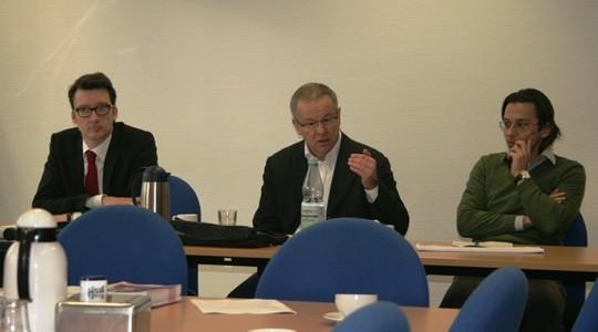 Sven Wolf und Wolfgang Jörg mit Herrn Nowack von der Stadt bei der AG Kita in Remscheid
