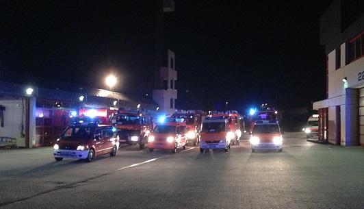Feuerwehrkräfte rücken zur Hochwasserhilfe in Magdeburg aus