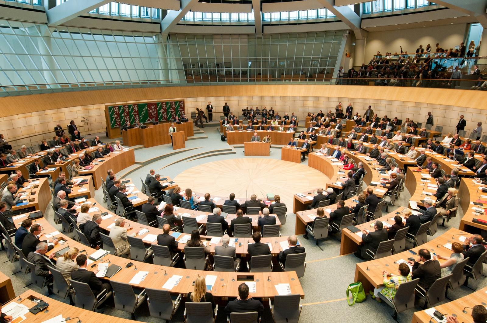 Plenarsaal neu besetzt kl