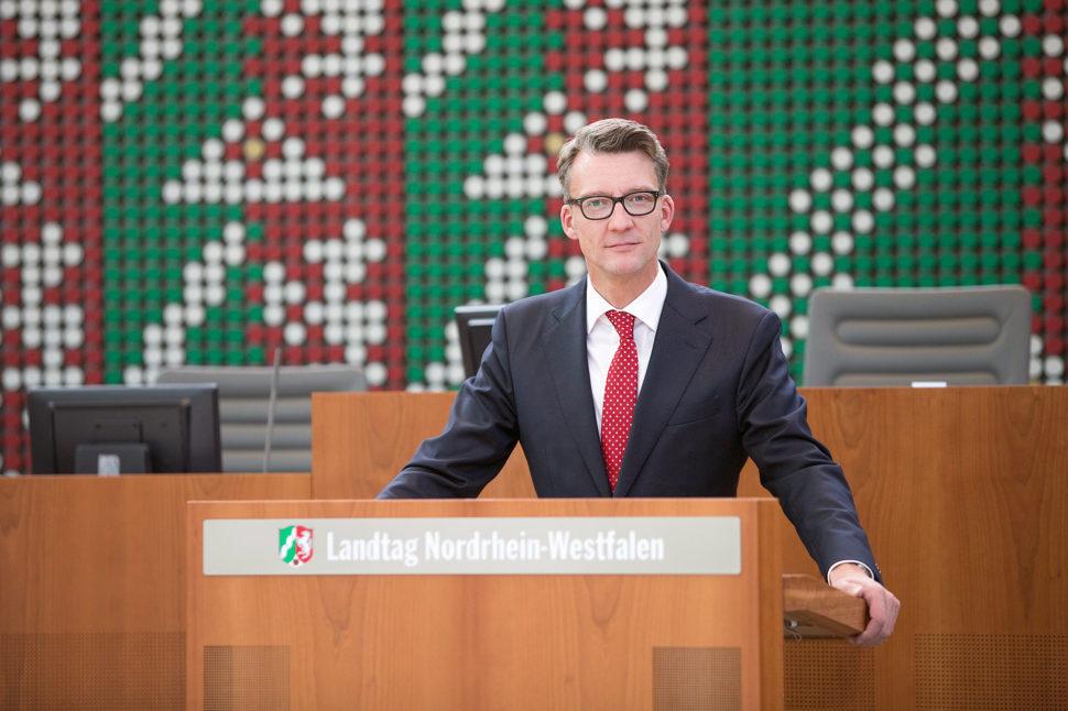 Sven Wolf MdL am Rednerpult des Landtags