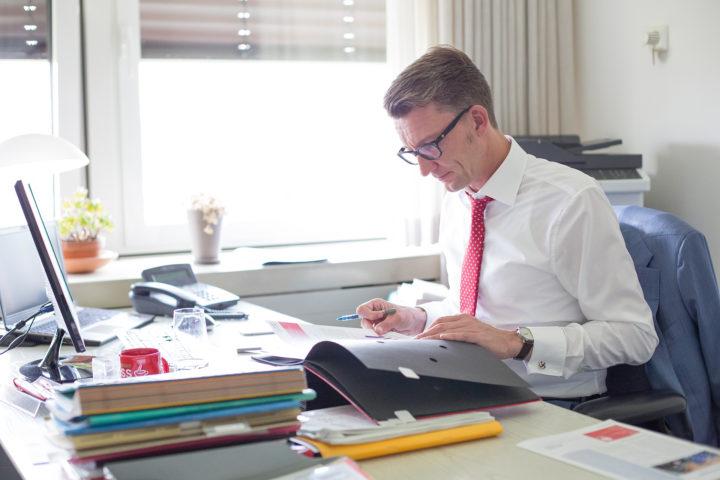 Sven Wolf im Abgeordnetenbüro in Düsseldorf